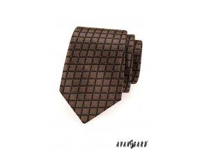 Hnědá kravata s černou mřížkou